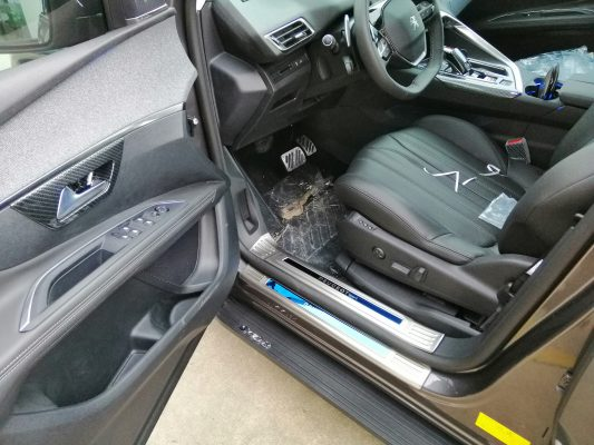 Nẹp bậc titan xe Peugeot