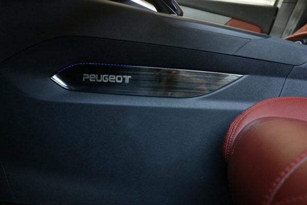 xe Peugeot 5008 Peugeot 3008